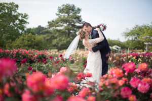 bride+and+groom+in+rose+garden